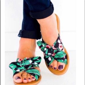 🛍SÚPER CUTE SANDALS WITH FABRIC KNOT TOE🛍